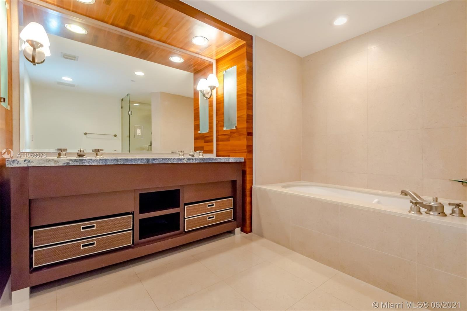 6799 Collins Ave #1506 photo018