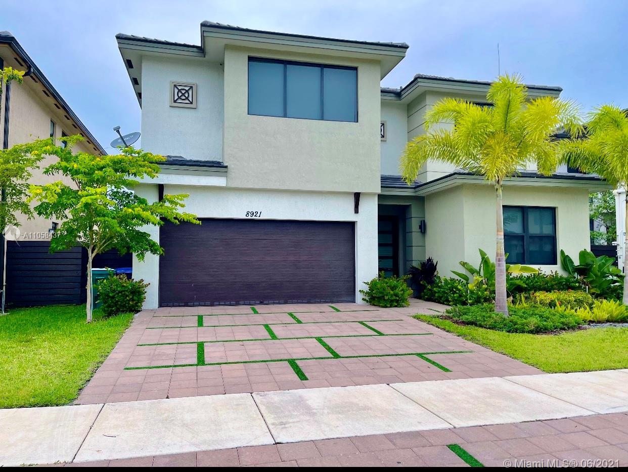 Miami Lakes - 8921 NW 160th Ter, Miami Lakes, FL 33018