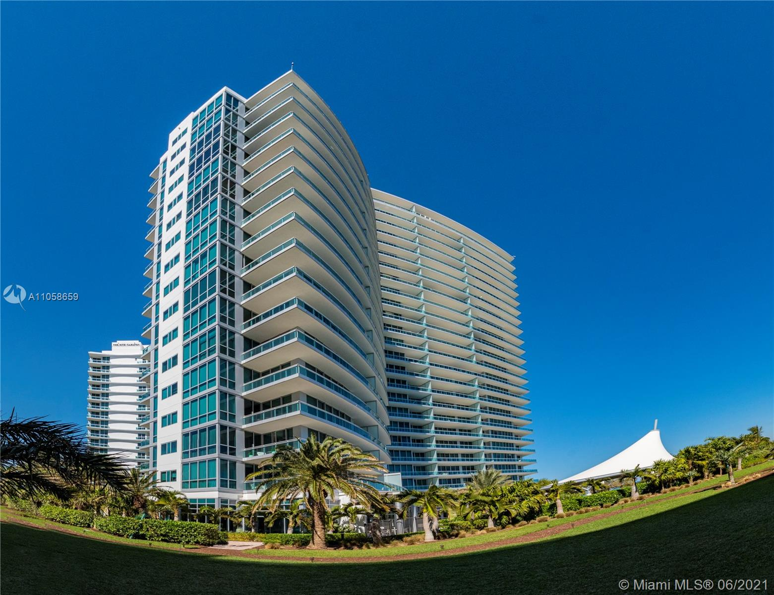 10295 Collins Ave #910 photo05