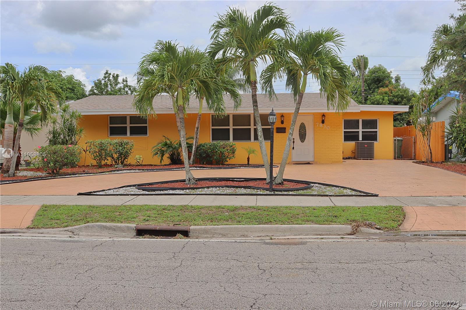 Boulevard Heights - 7830 Taft St, Pembroke Pines, FL 33024
