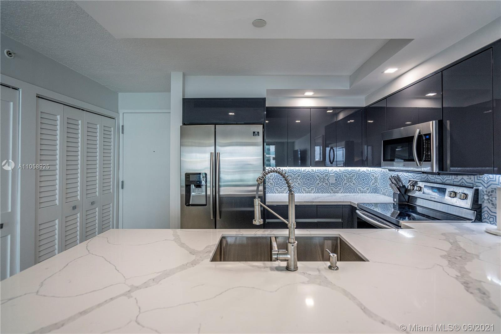 6917 Collins Ave #1005 photo07