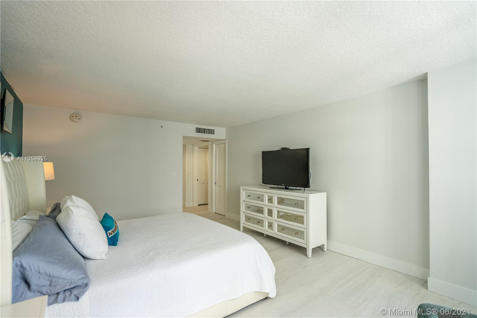 6917 Collins Ave #1005 photo020