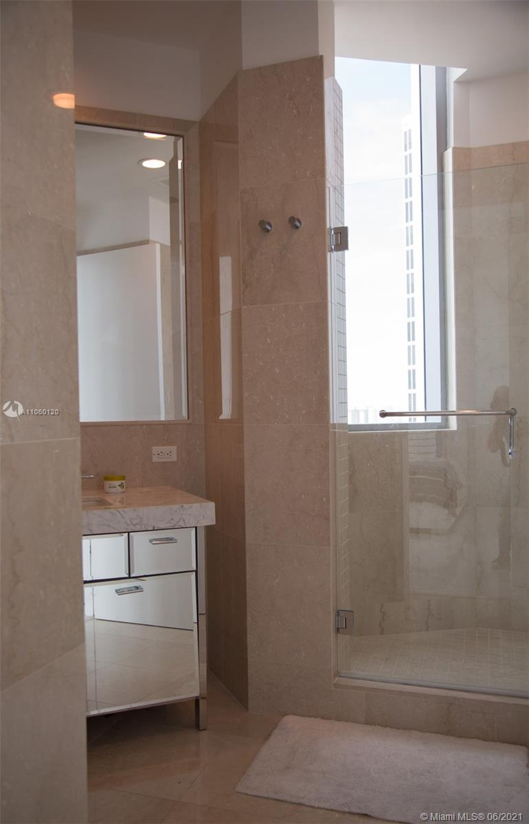 17475 Collins Ave #2203 photo023