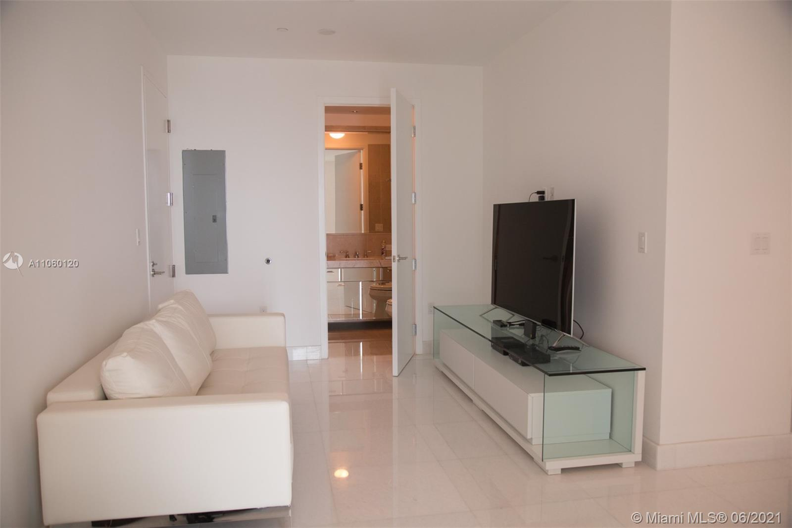 17475 Collins Ave #2203 photo027