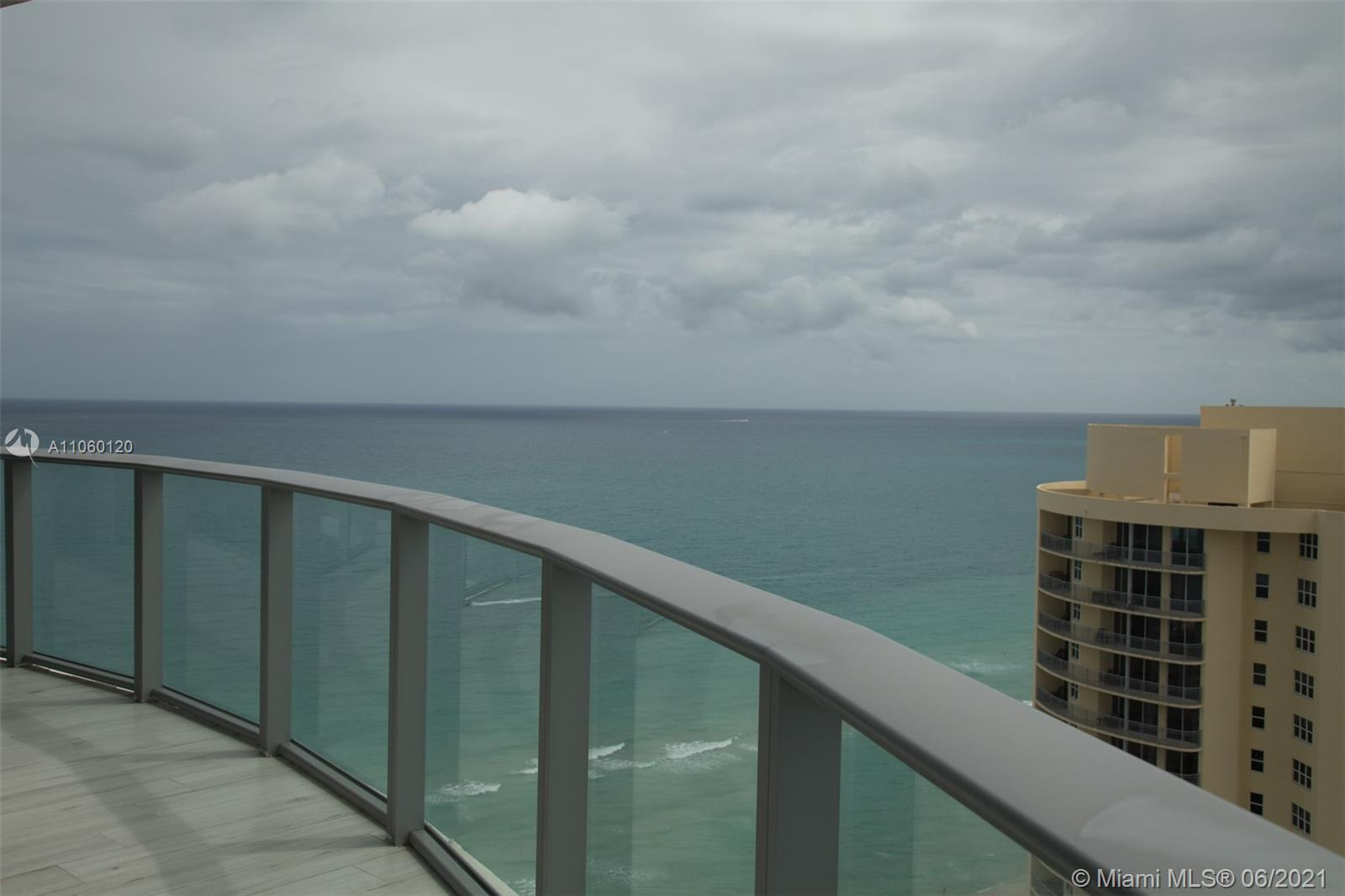 17475 Collins Ave #2203 photo06