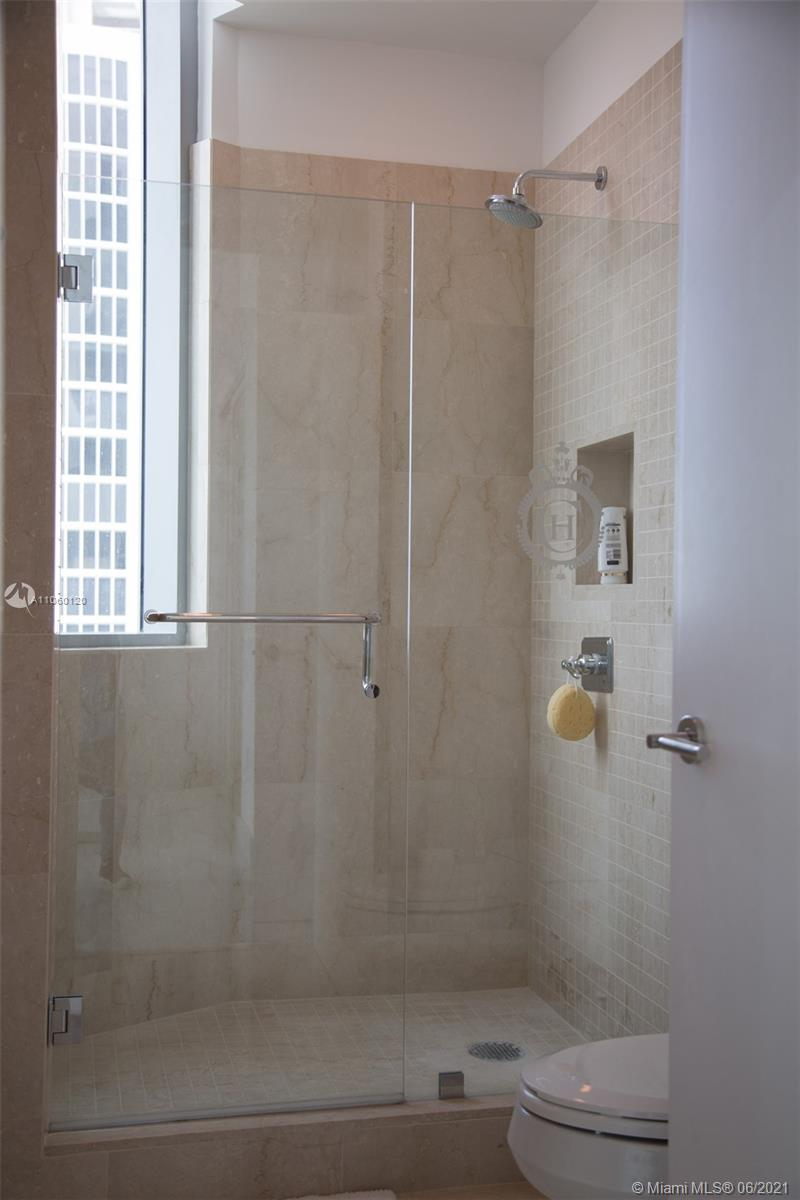 17475 Collins Ave #2203 photo022