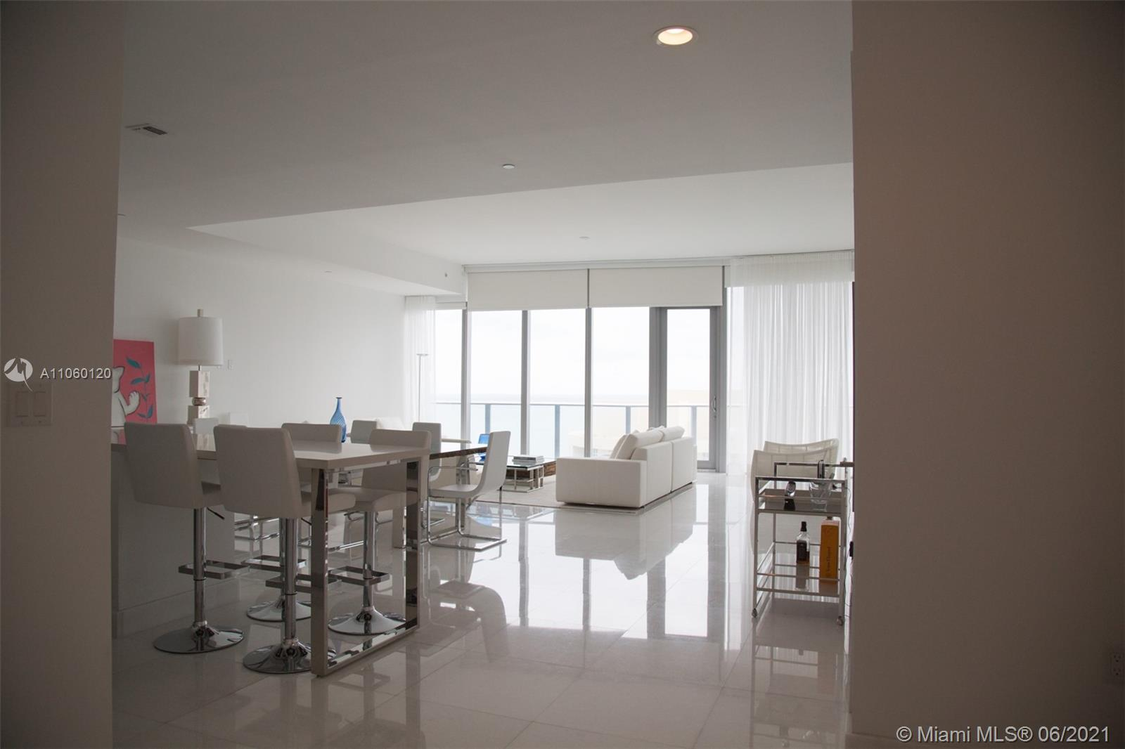 17475 Collins Ave #2203 photo01
