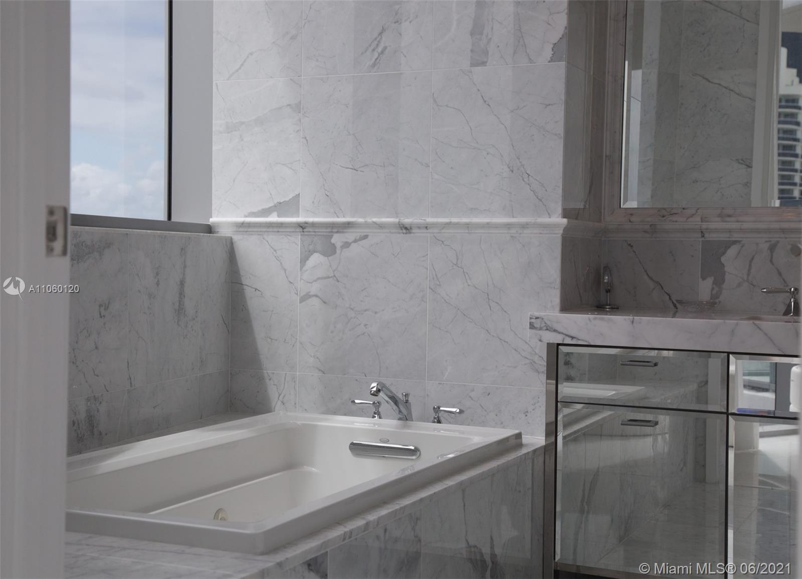 17475 Collins Ave #2203 photo020
