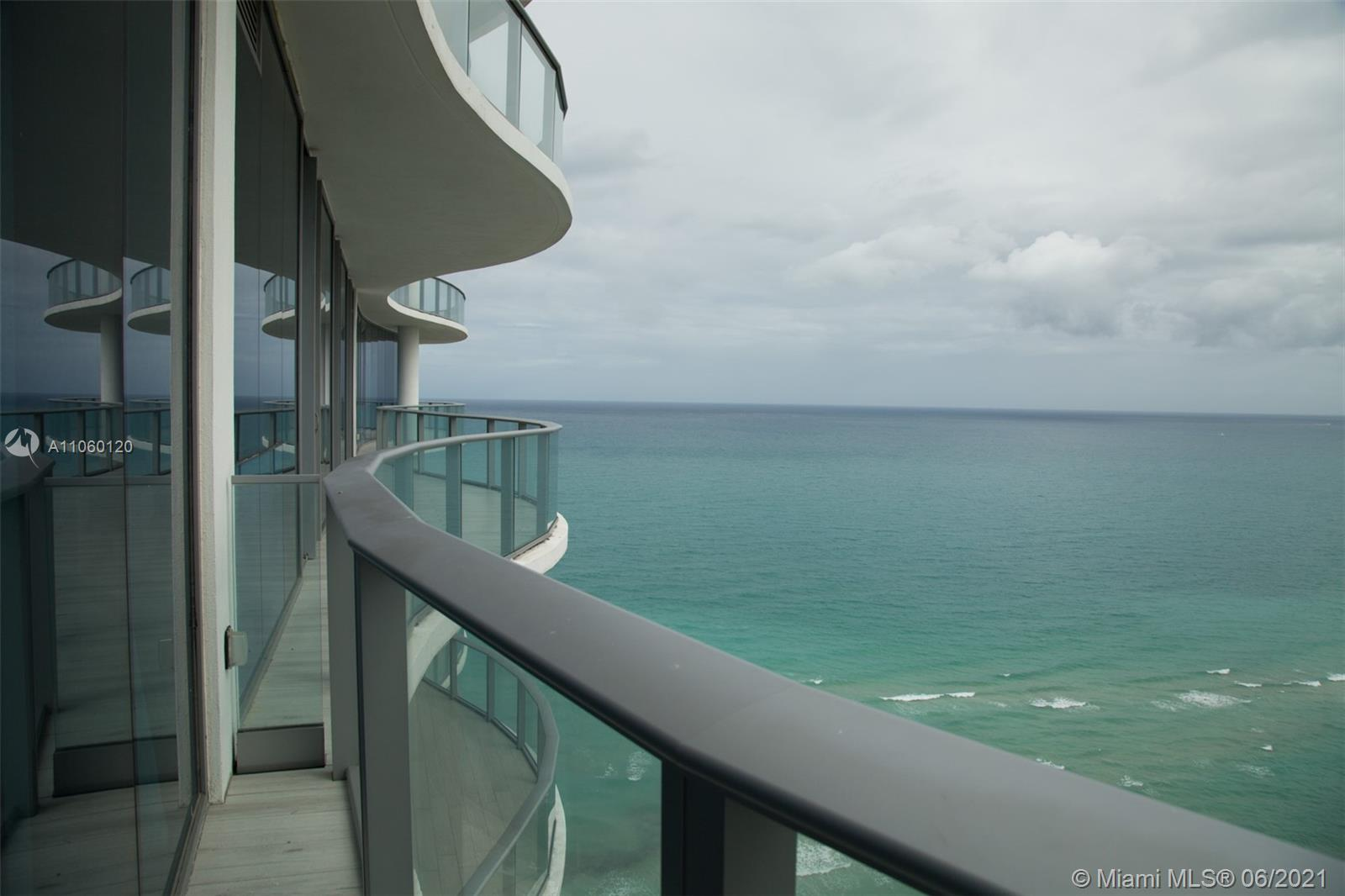 17475 Collins Ave #2203 photo09