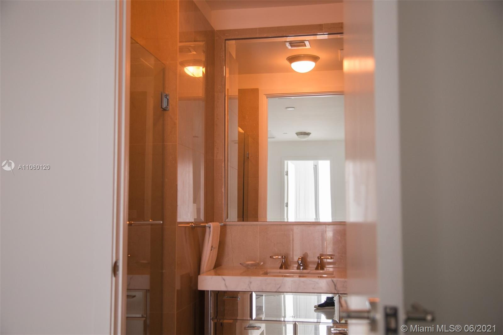 17475 Collins Ave #2203 photo024
