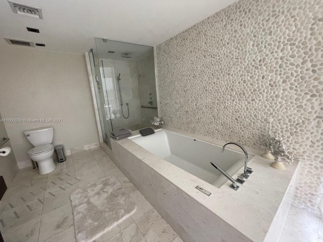 17121 Collins Ave #808 photo026