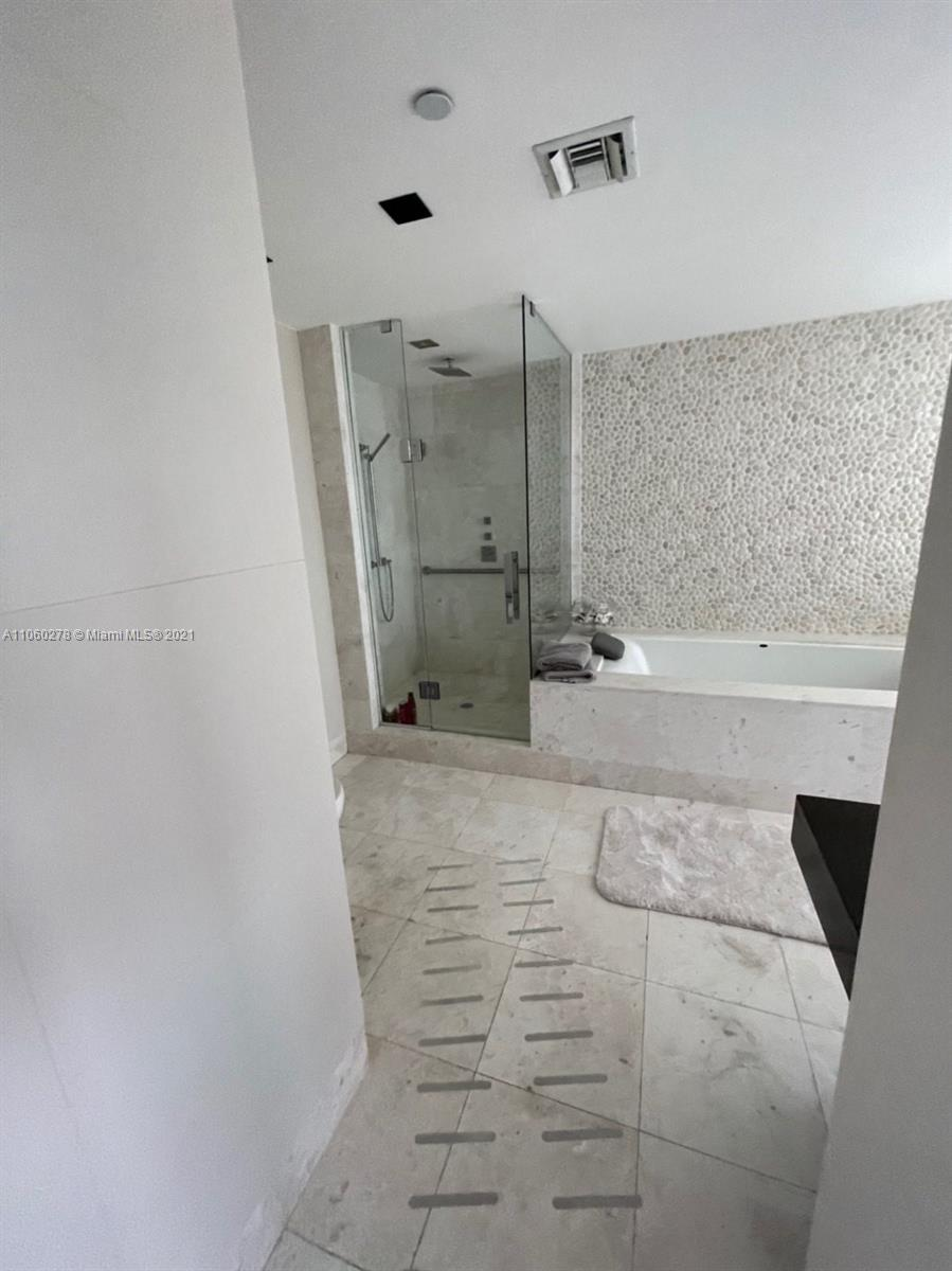17121 Collins Ave #808 photo024