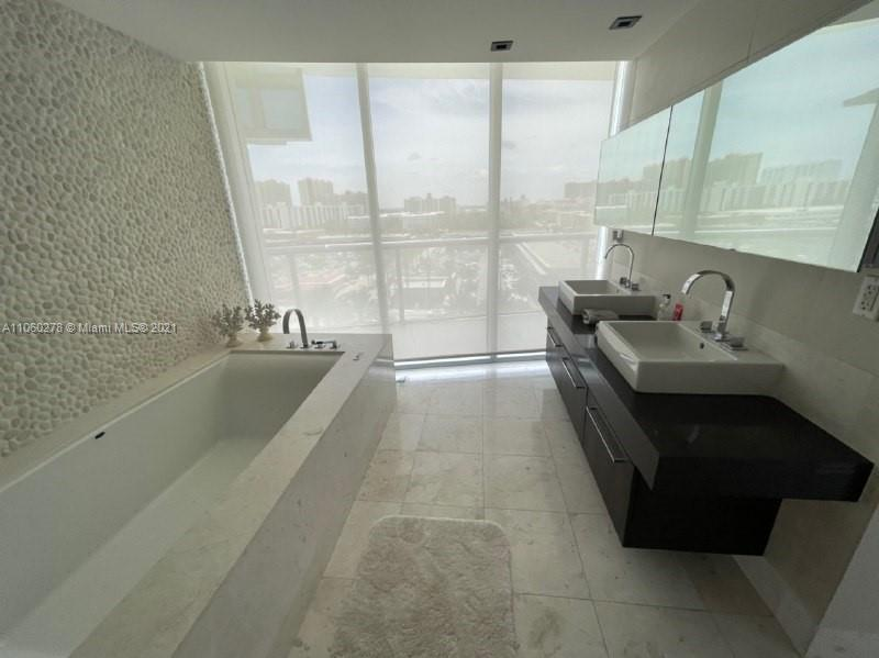 17121 Collins Ave #808 photo025