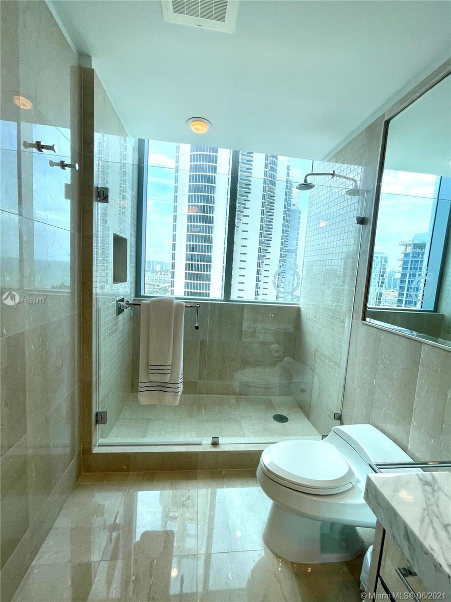 17475 Collins Ave #804 photo042