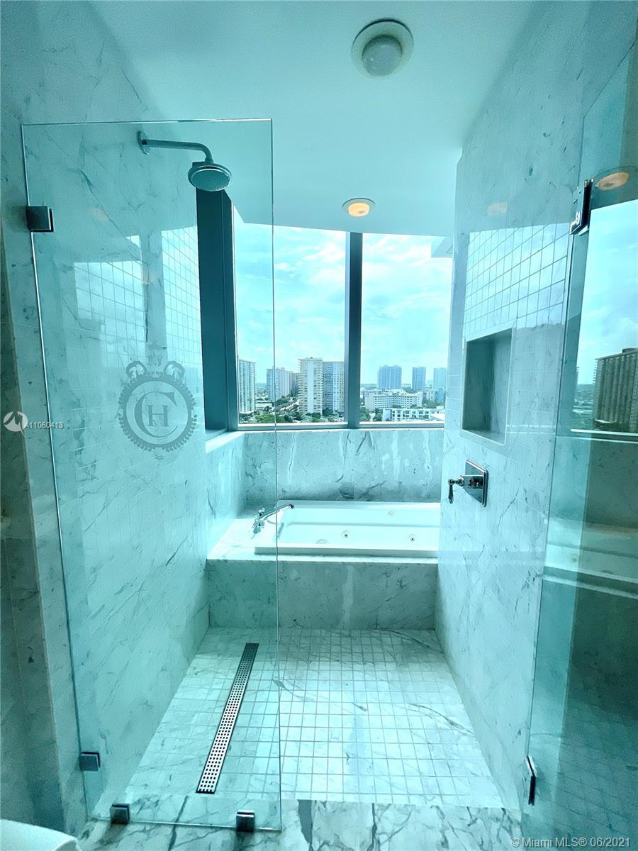 17475 Collins Ave #804 photo013