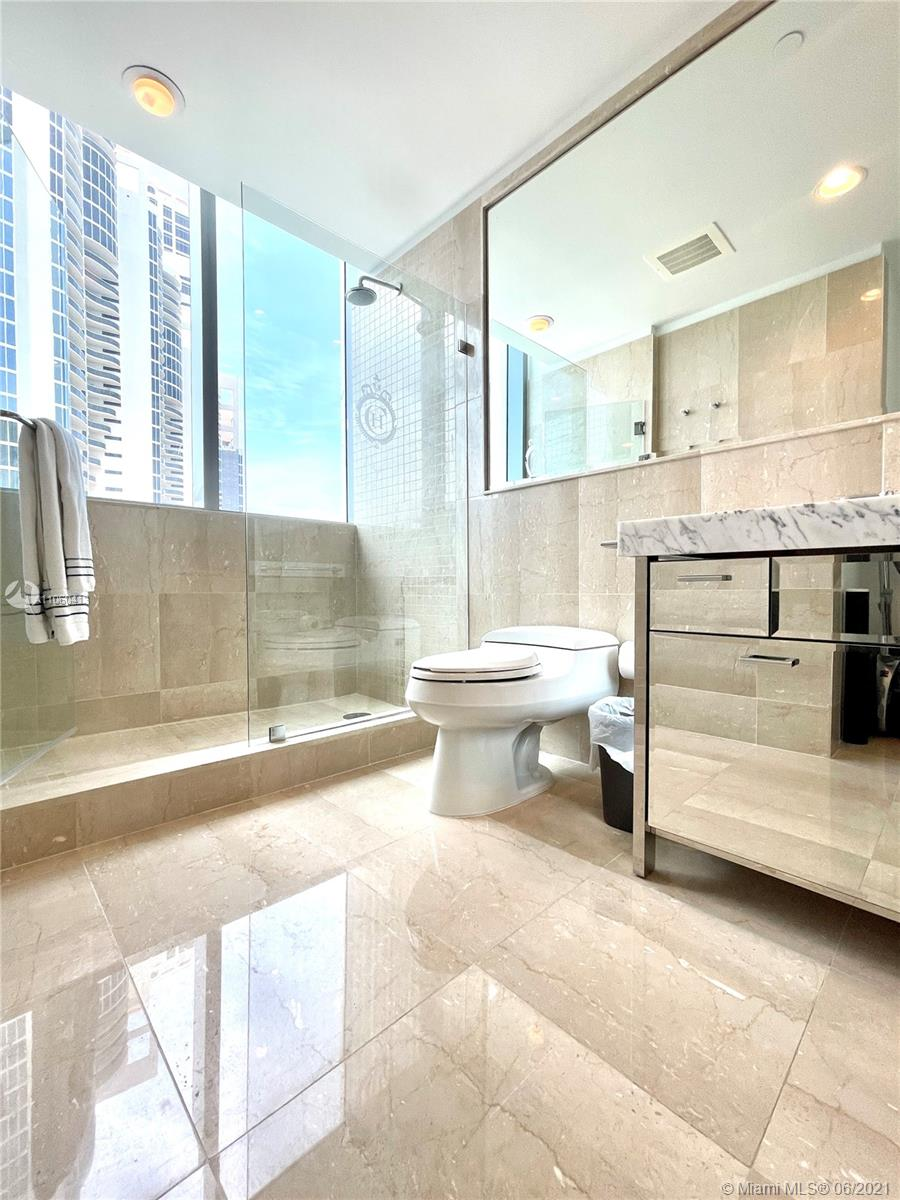 17475 Collins Ave #804 photo049