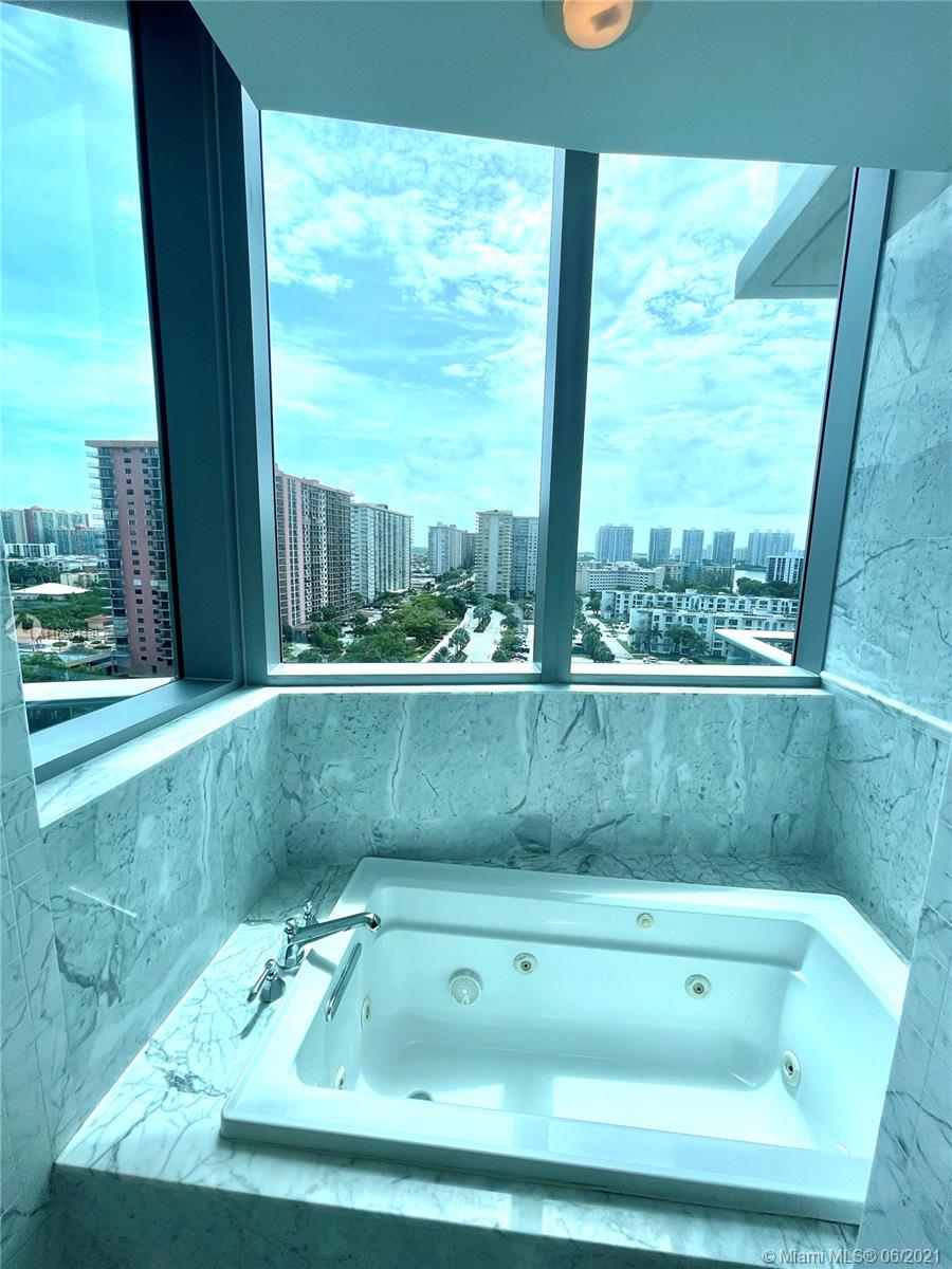 17475 Collins Ave #804 photo014