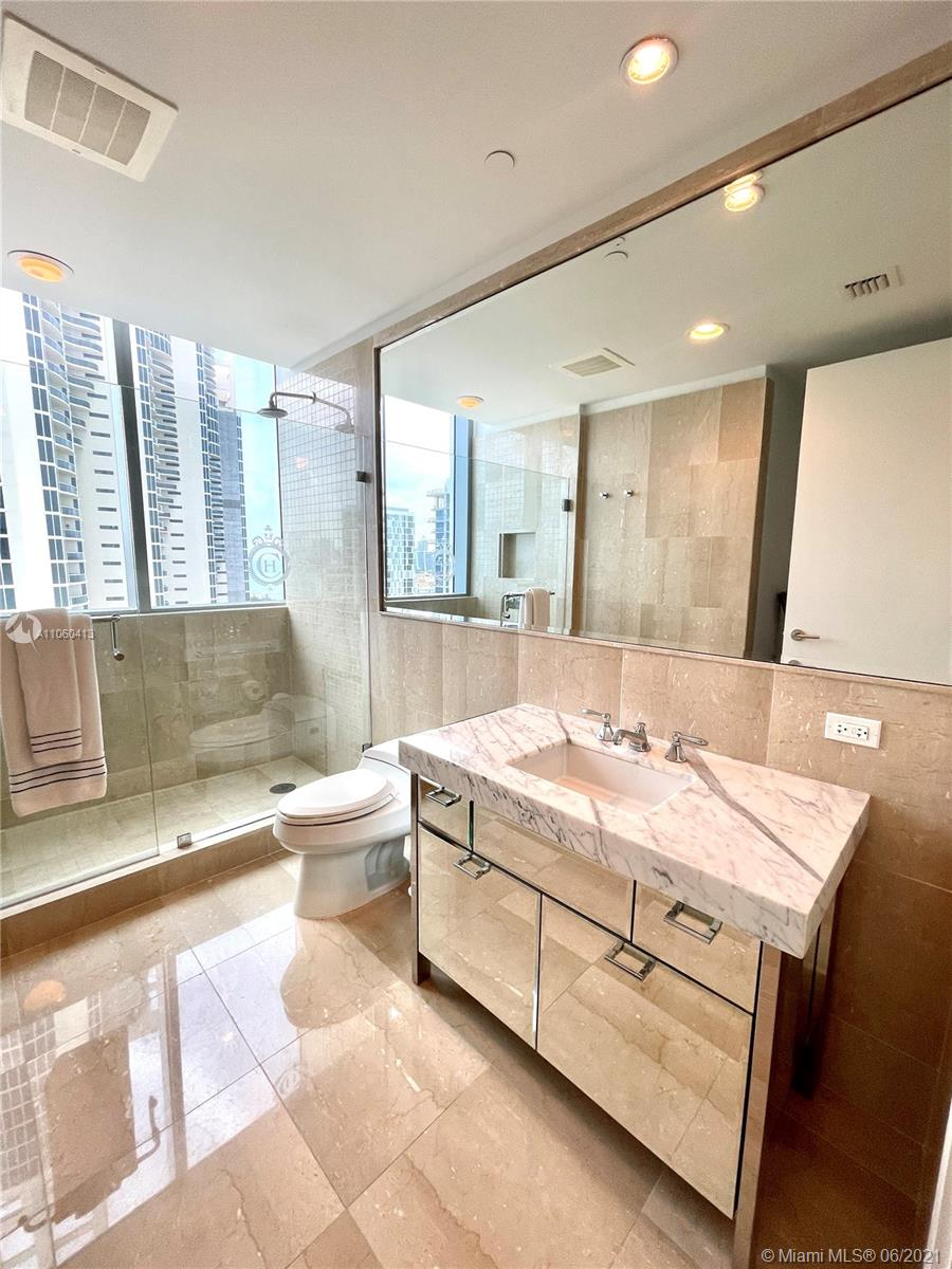 17475 Collins Ave #804 photo041