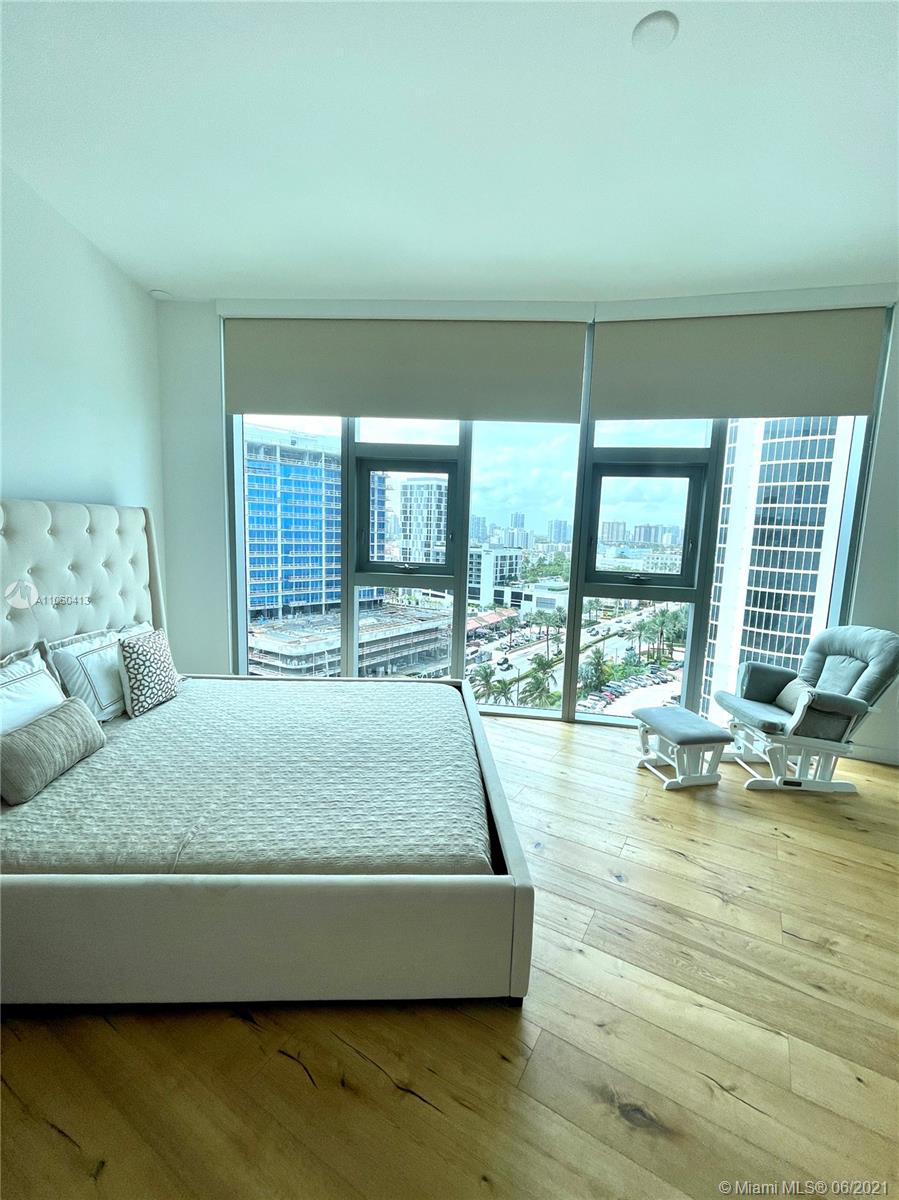17475 Collins Ave #804 photo051