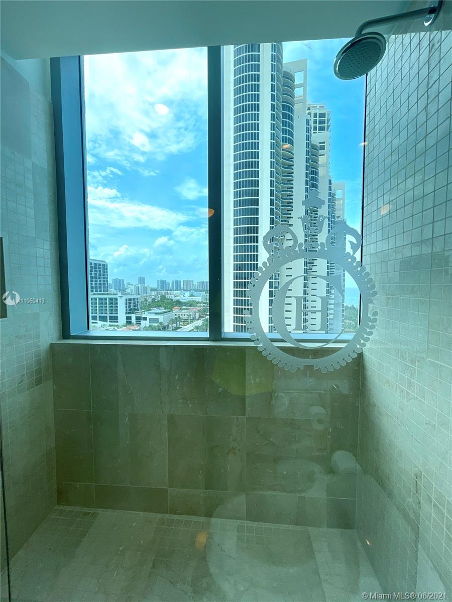 17475 Collins Ave #804 photo044