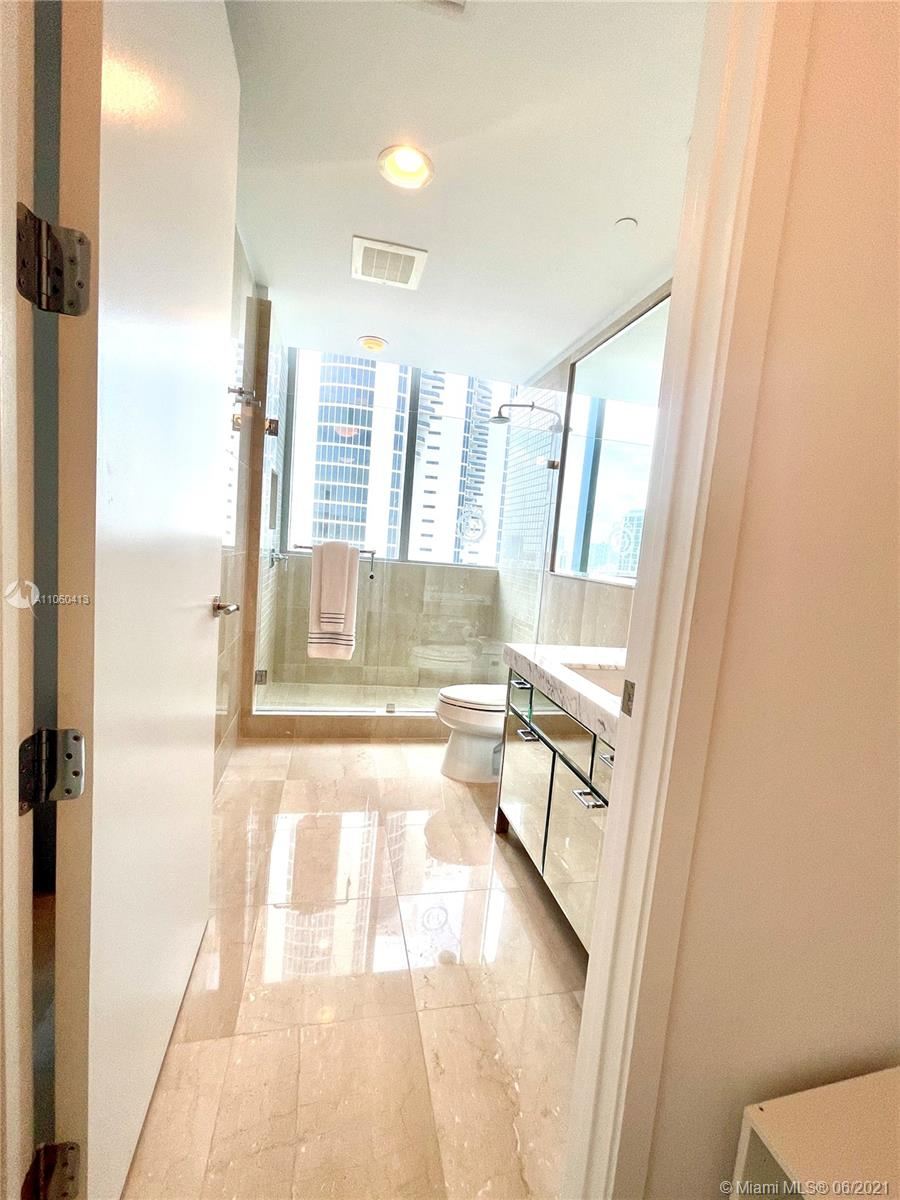 17475 Collins Ave #804 photo040