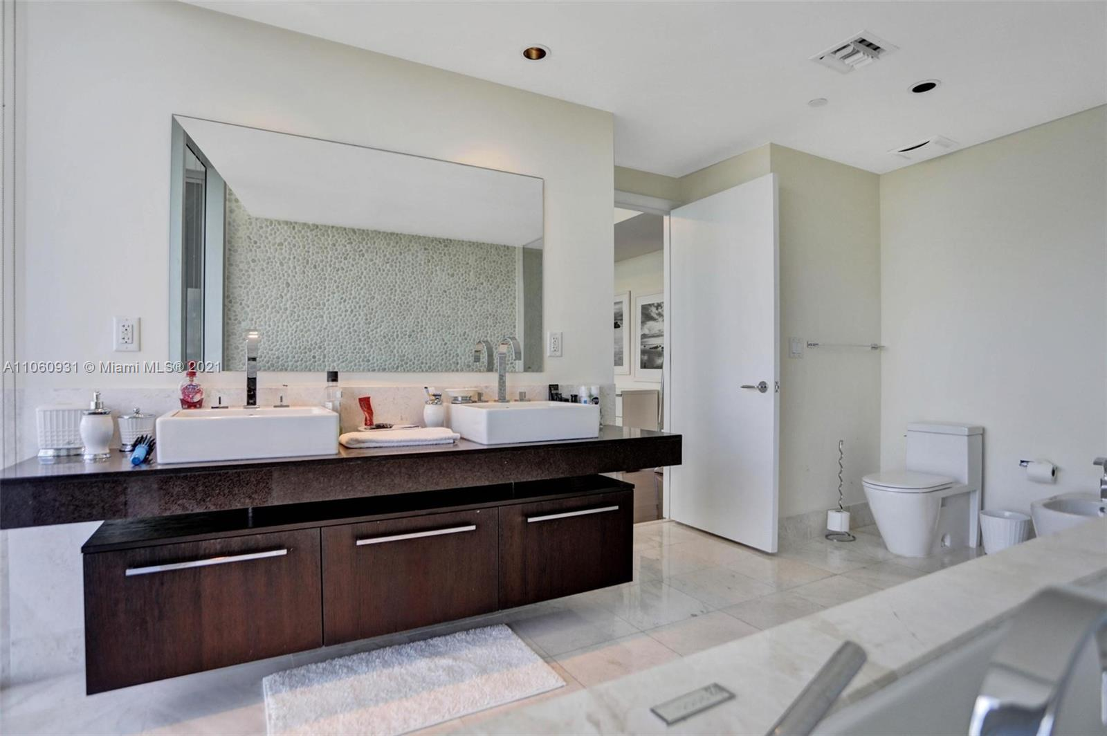17121 Collins Ave #2508 photo023