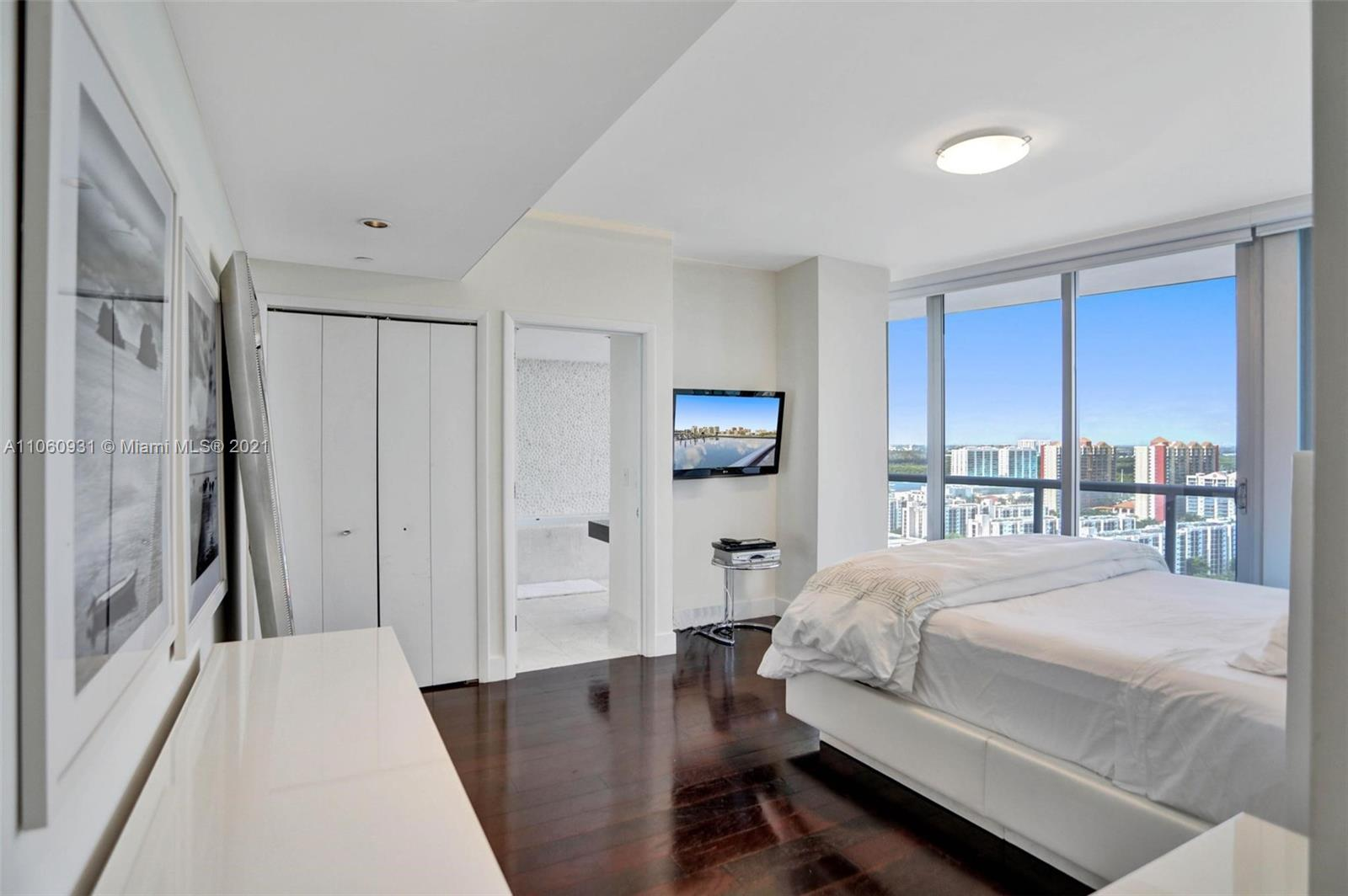 17121 Collins Ave #2508 photo021