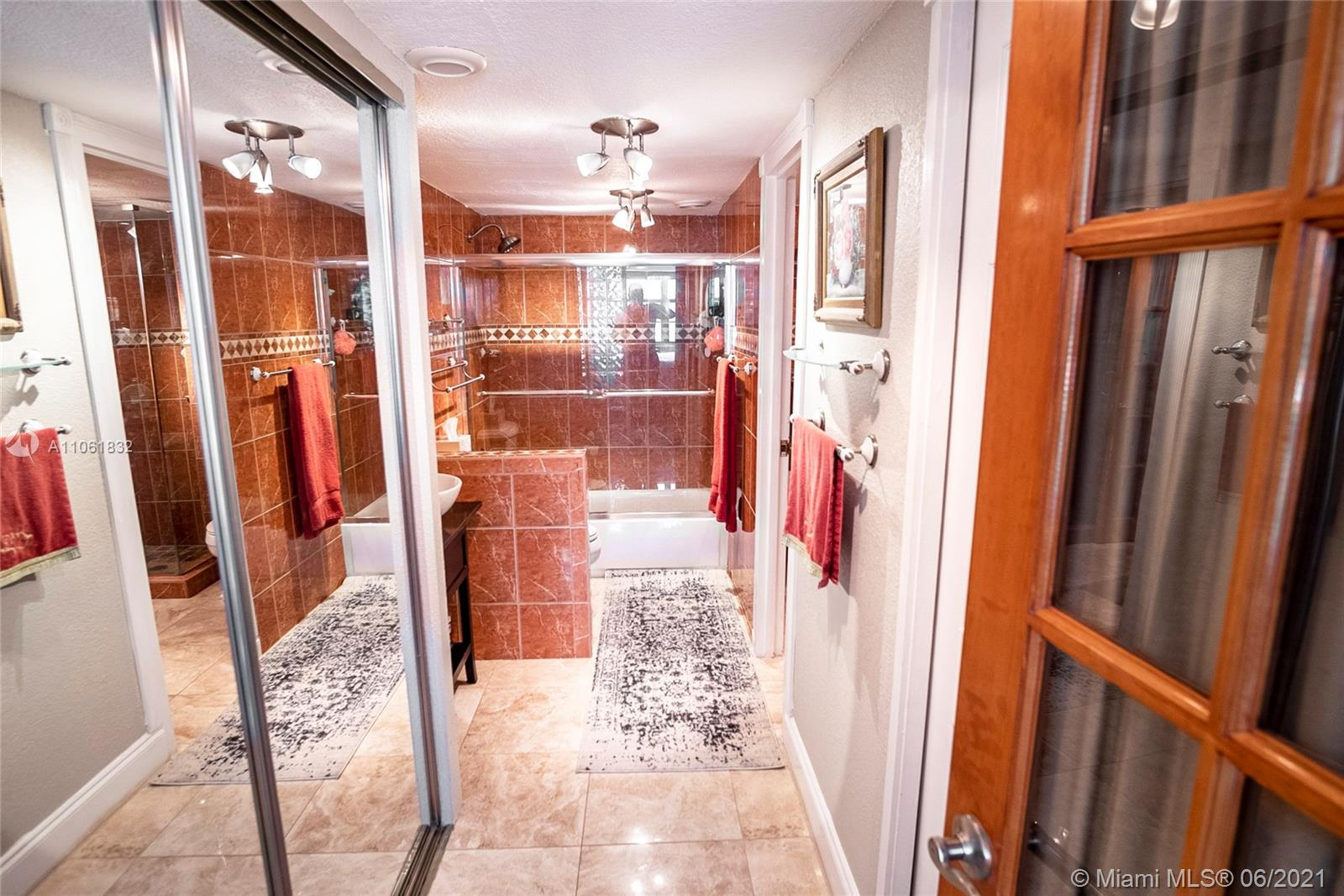 5701 Collins Ave #310 photo09