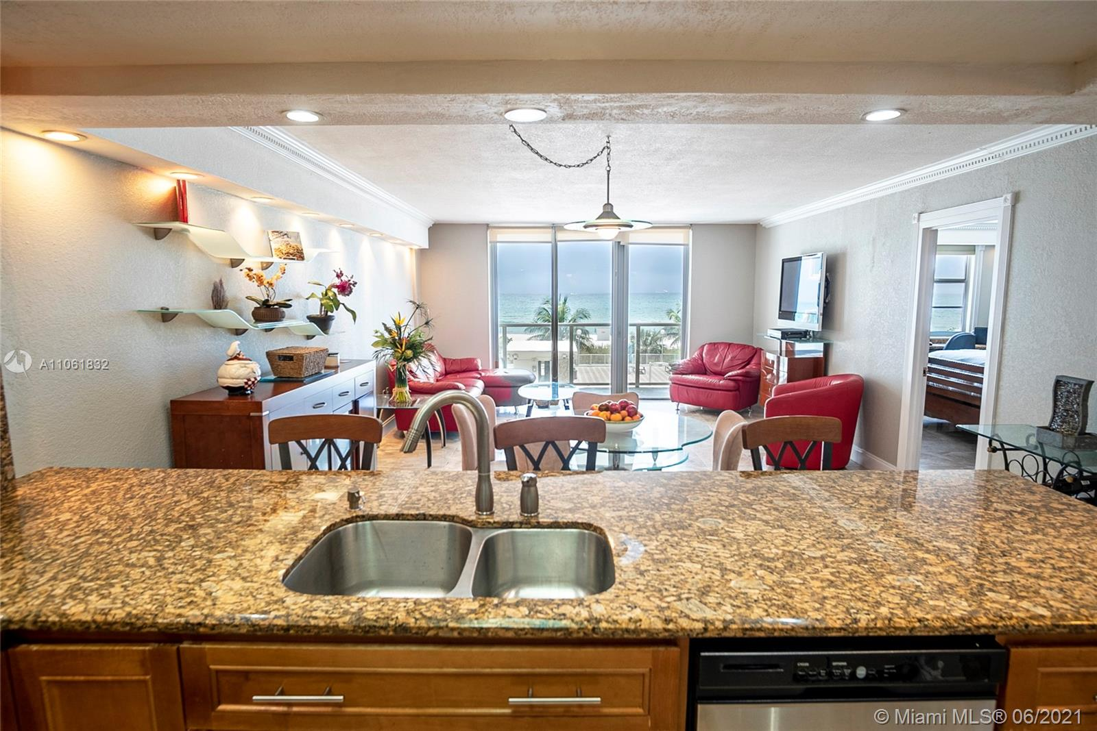 5701 Collins Ave #310 photo04