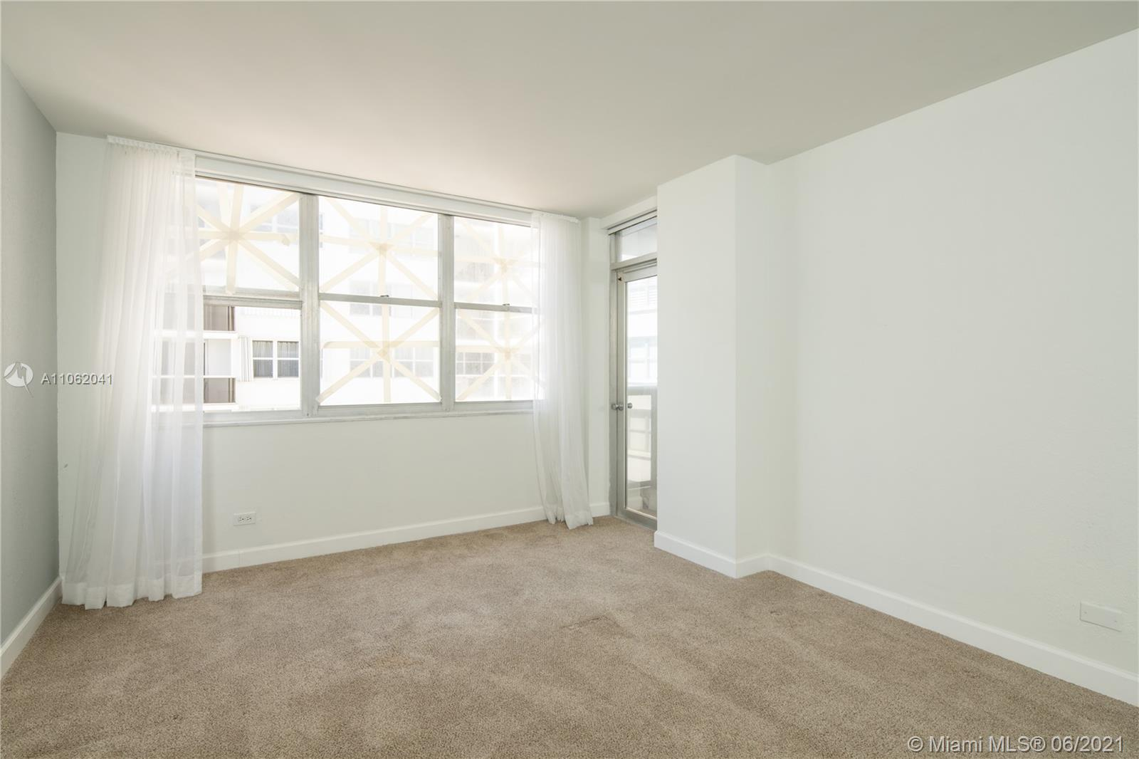 6039 Collins Ave #1406 photo09