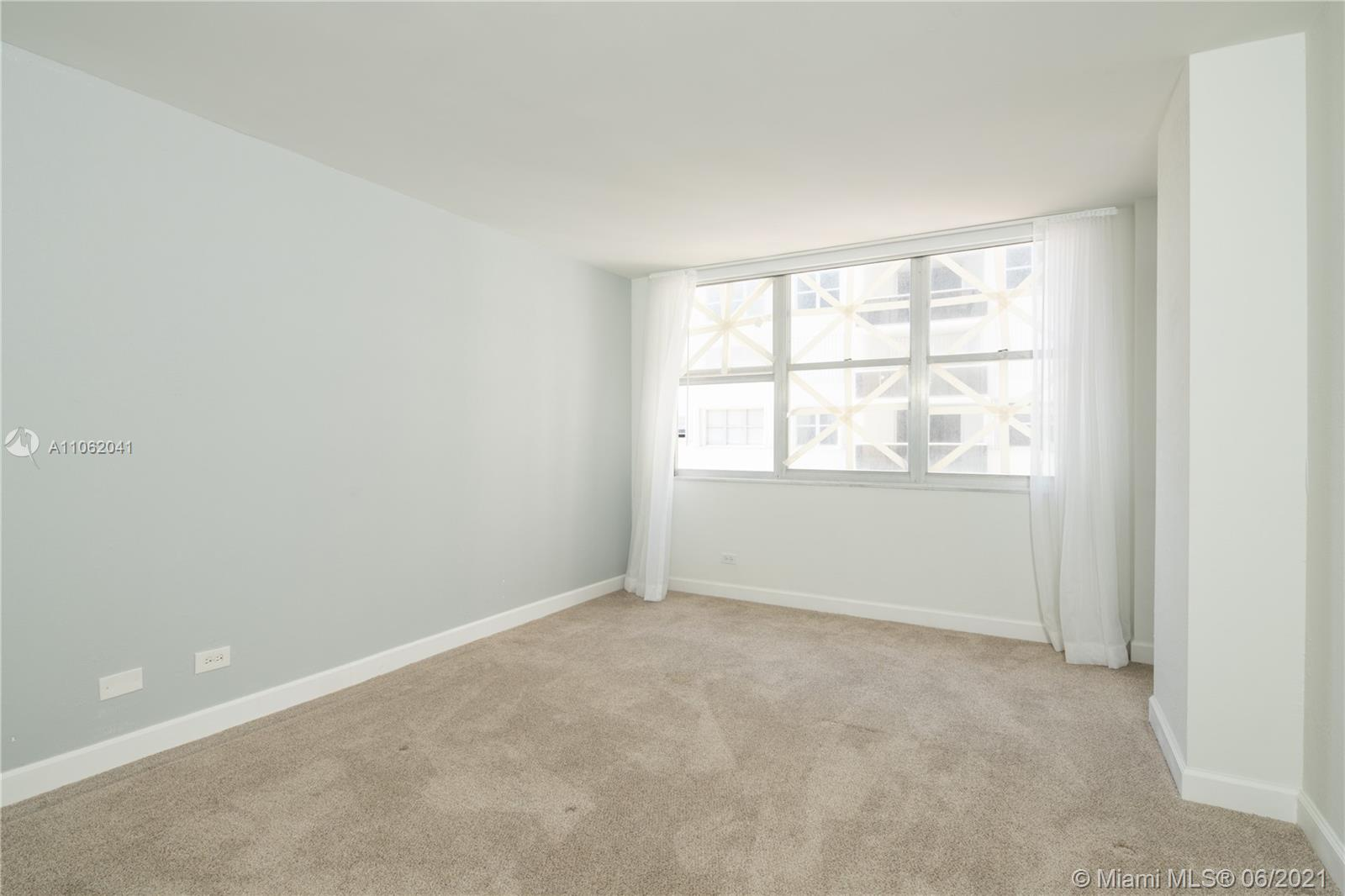 6039 Collins Ave #1406 photo08
