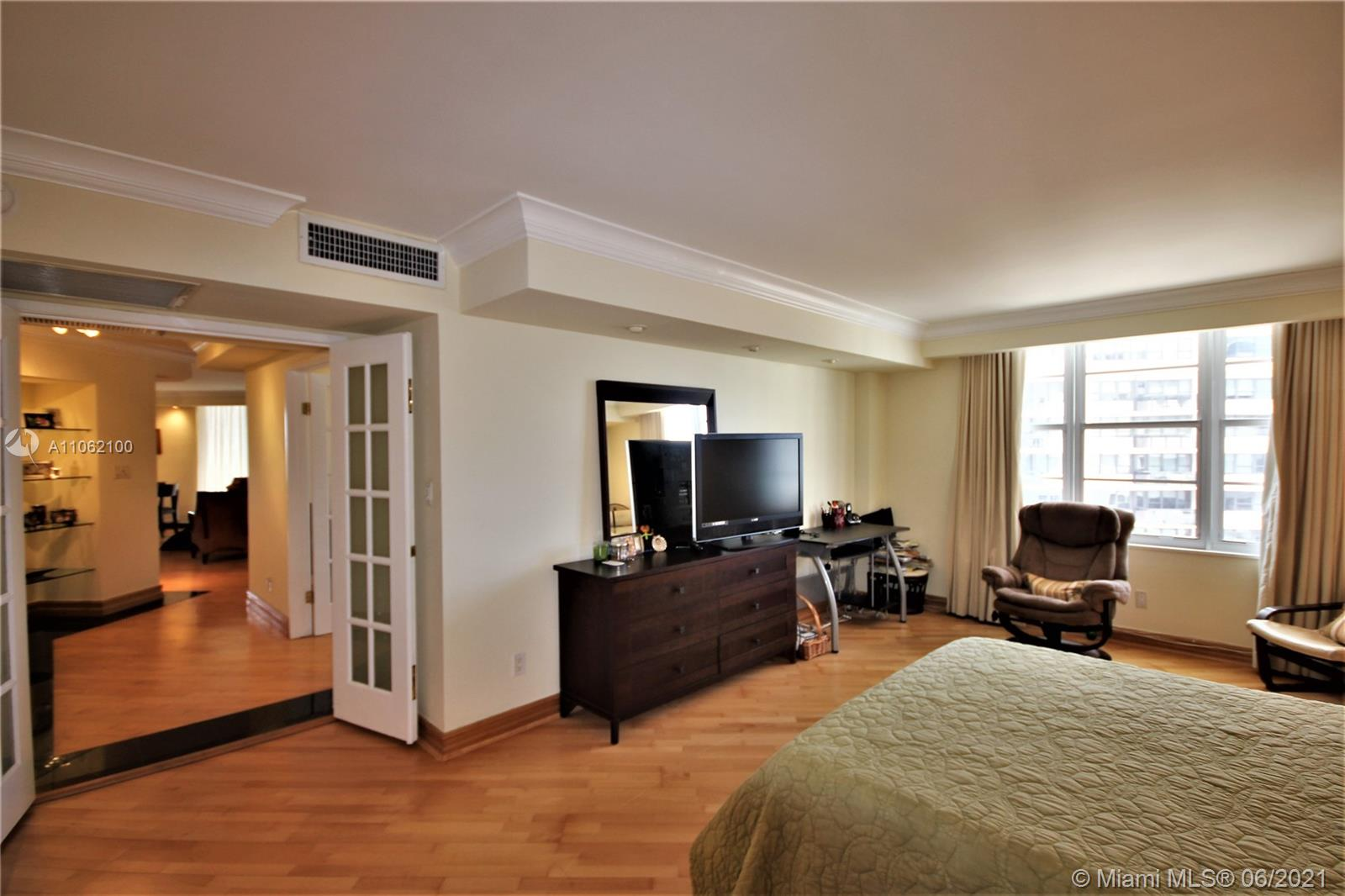 5161 Collins Ave #1404 photo014