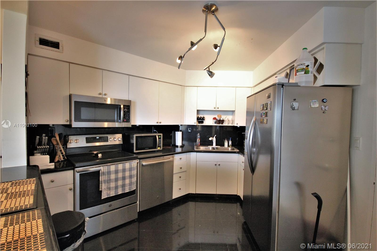 5161 Collins Ave #1404 photo08