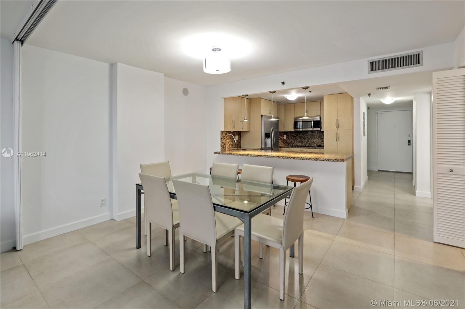 2625 Collins Ave #1010 photo04