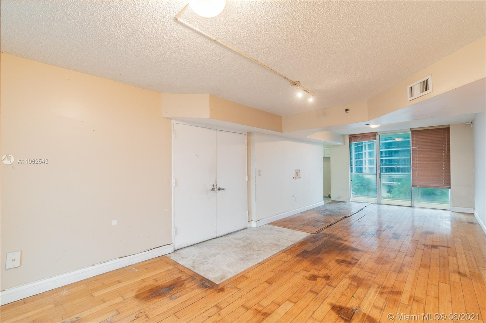 5900 Collins Ave #707 photo06