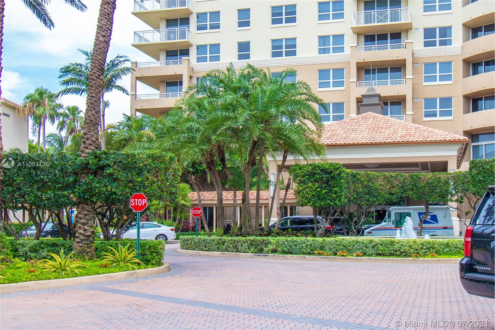 Turnberry on the Green #313 - 19501 W Country Club Dr #313, Aventura, FL 33180