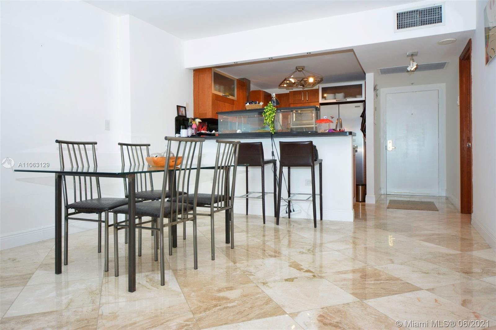 2301 Collins Ave #731 photo09
