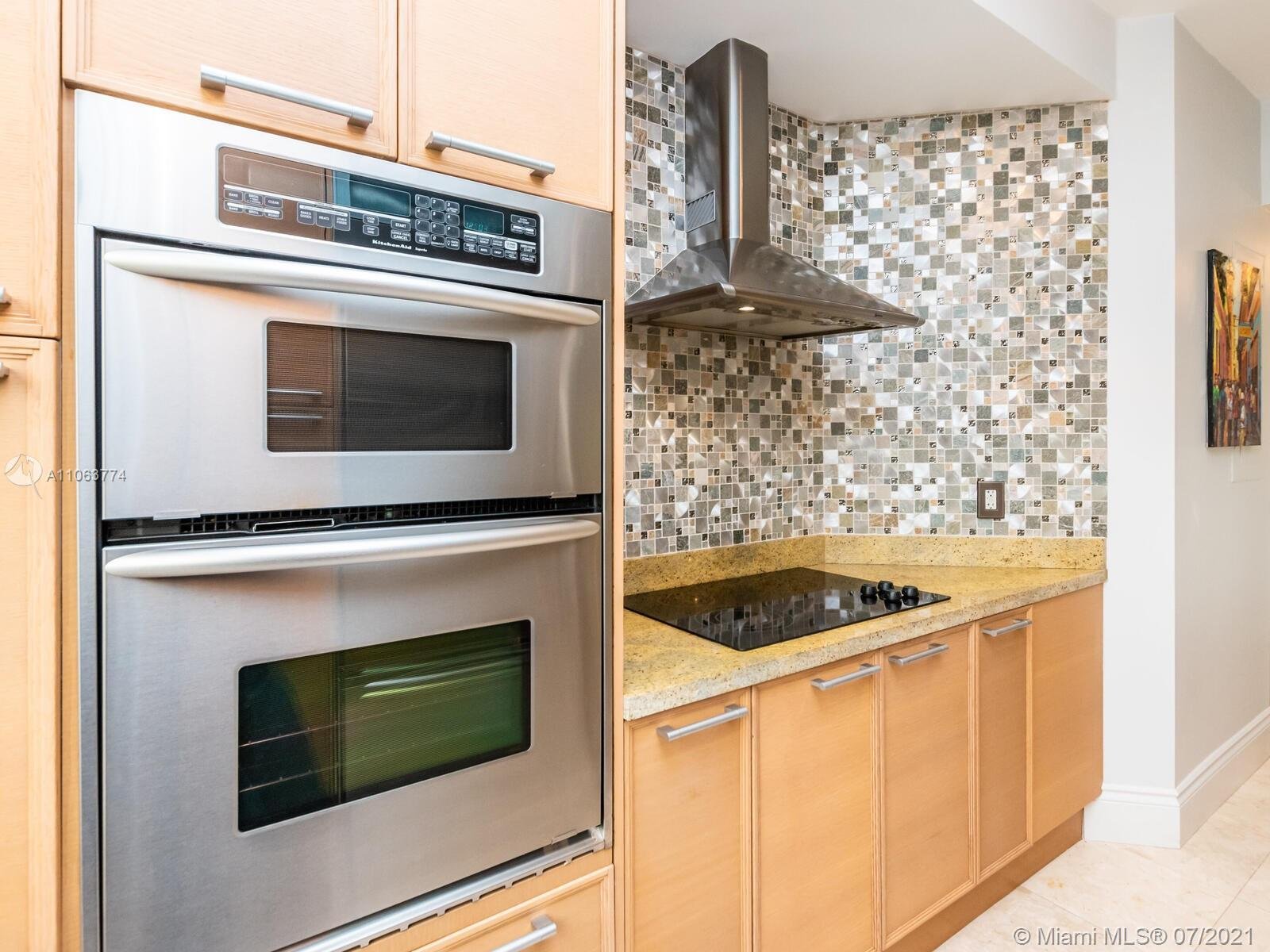16275 Collins Ave #704 photo019