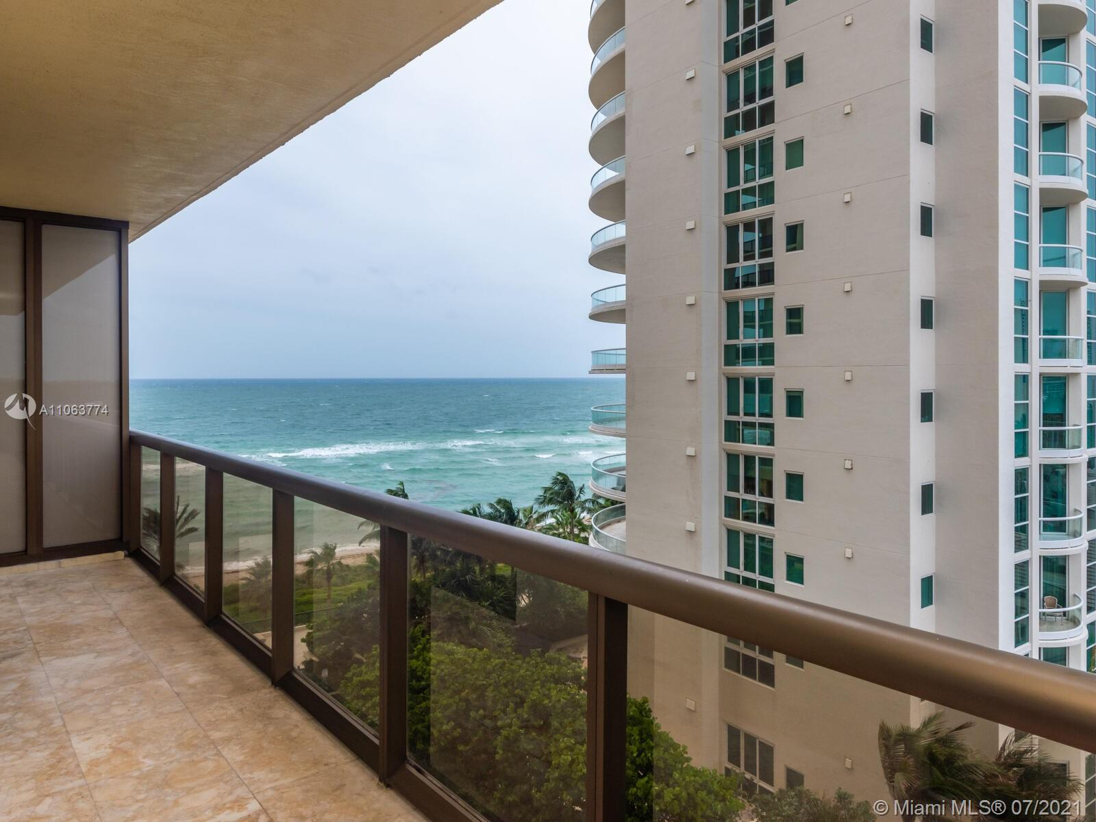 16275 Collins Ave #704 photo025