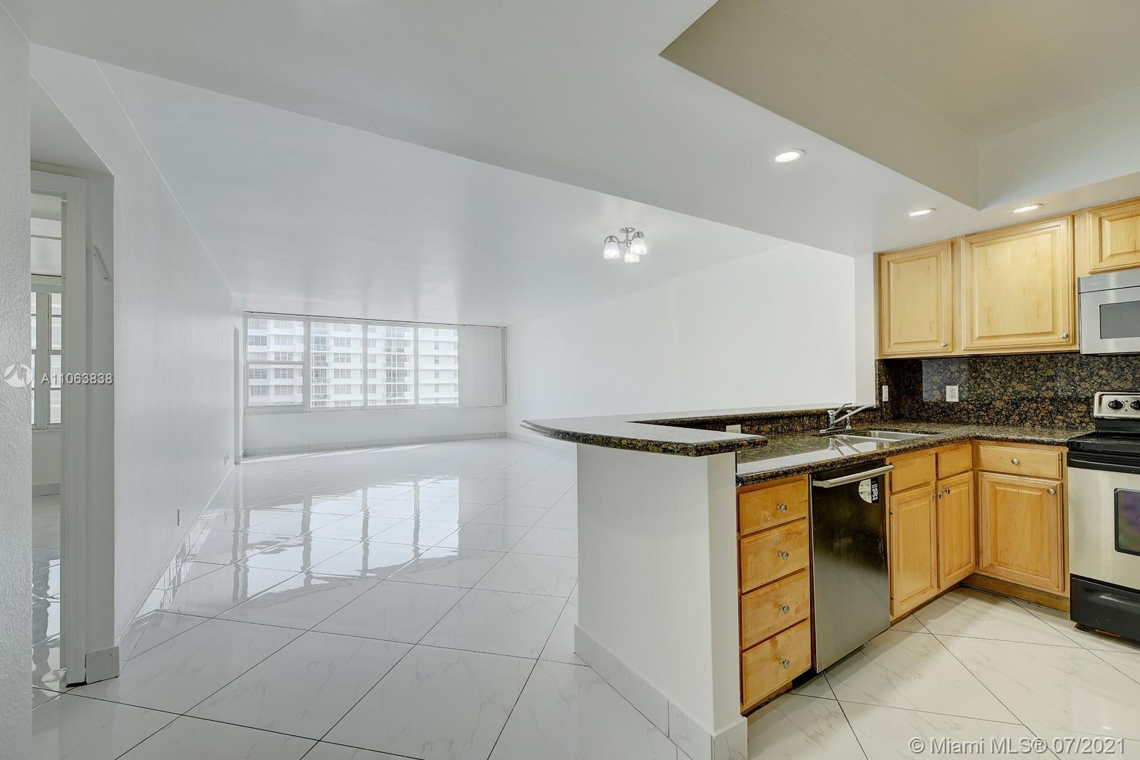 5600 Collins Ave #14T photo02