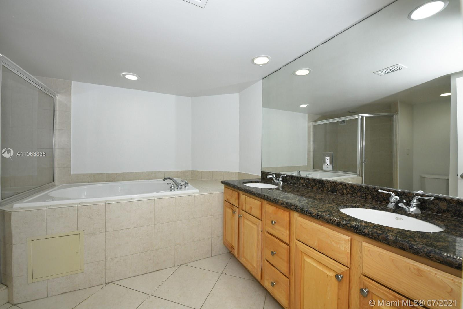 5600 Collins Ave #14T photo011