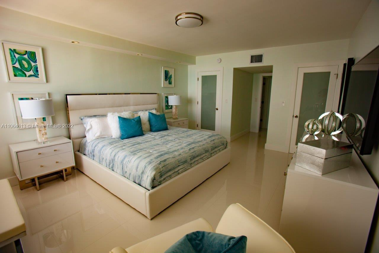 Roney Palace #1424 - 2301 Collins Ave #1424, Miami Beach, FL 33139