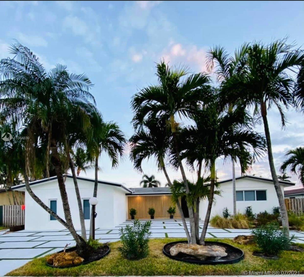 Highland Lakes - 2050 NE 203rd St, Miami, FL 33179
