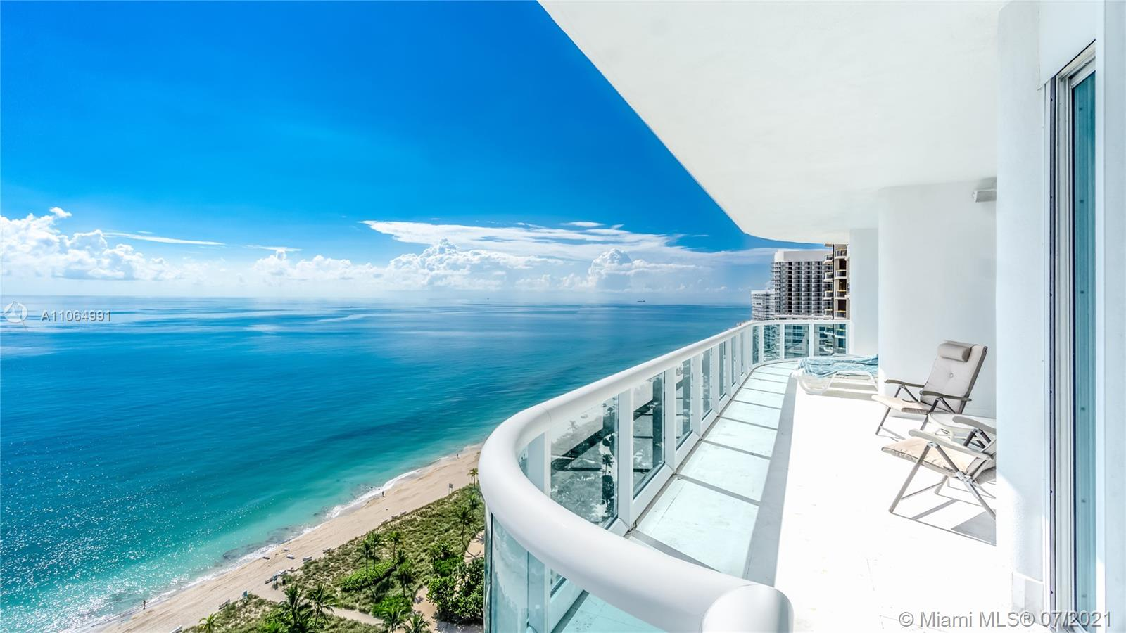 10101 Collins Ave #PENTHOUSE 1F photo01