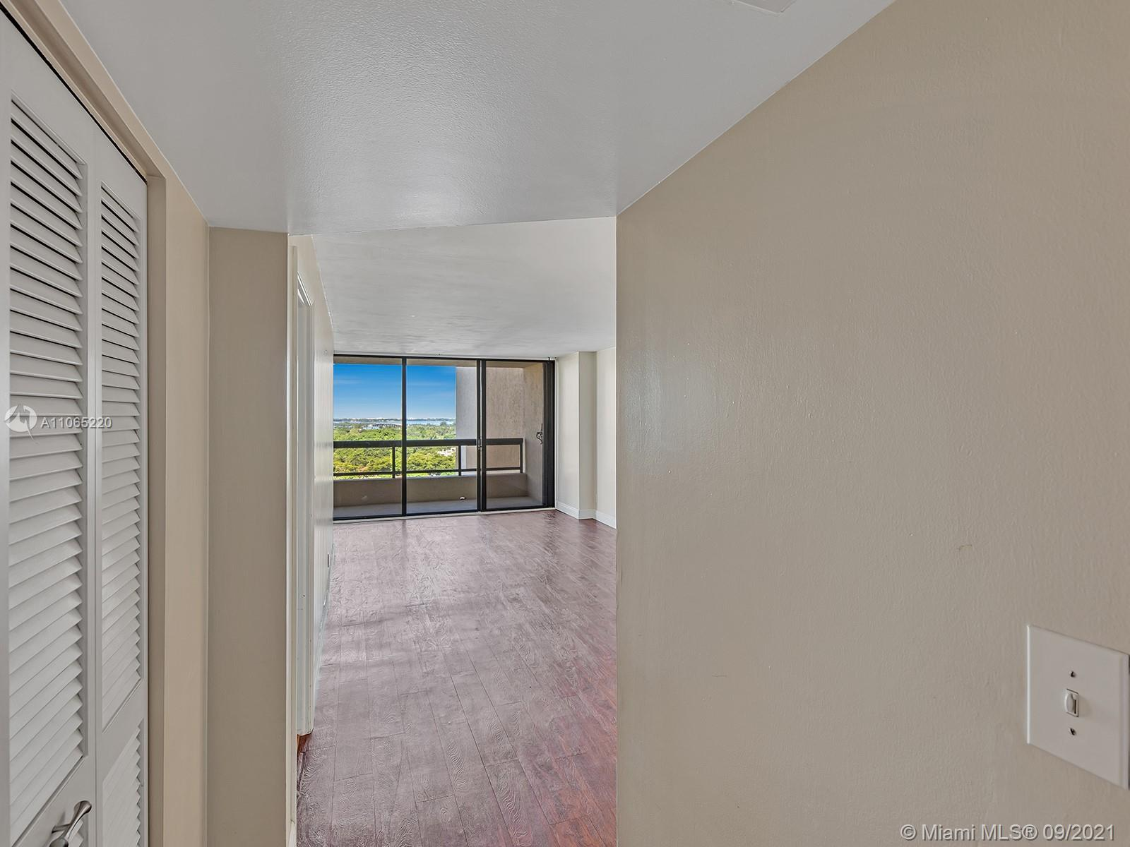 2555 Collins Ave #1604 photo06