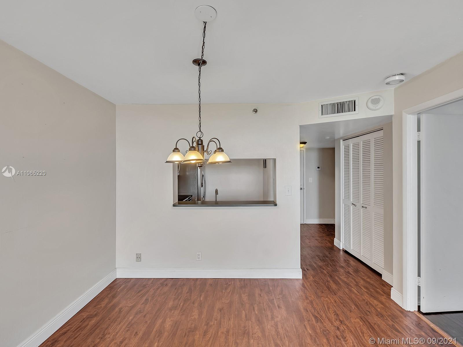 2555 Collins Ave #1604 photo042