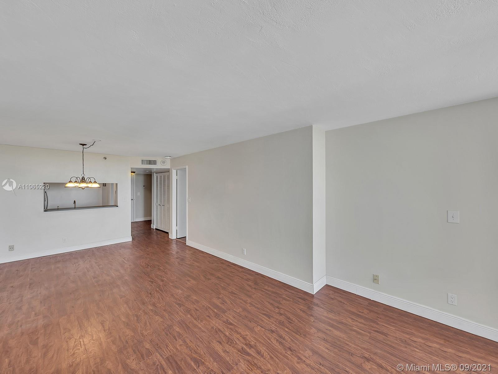 2555 Collins Ave #1604 photo041