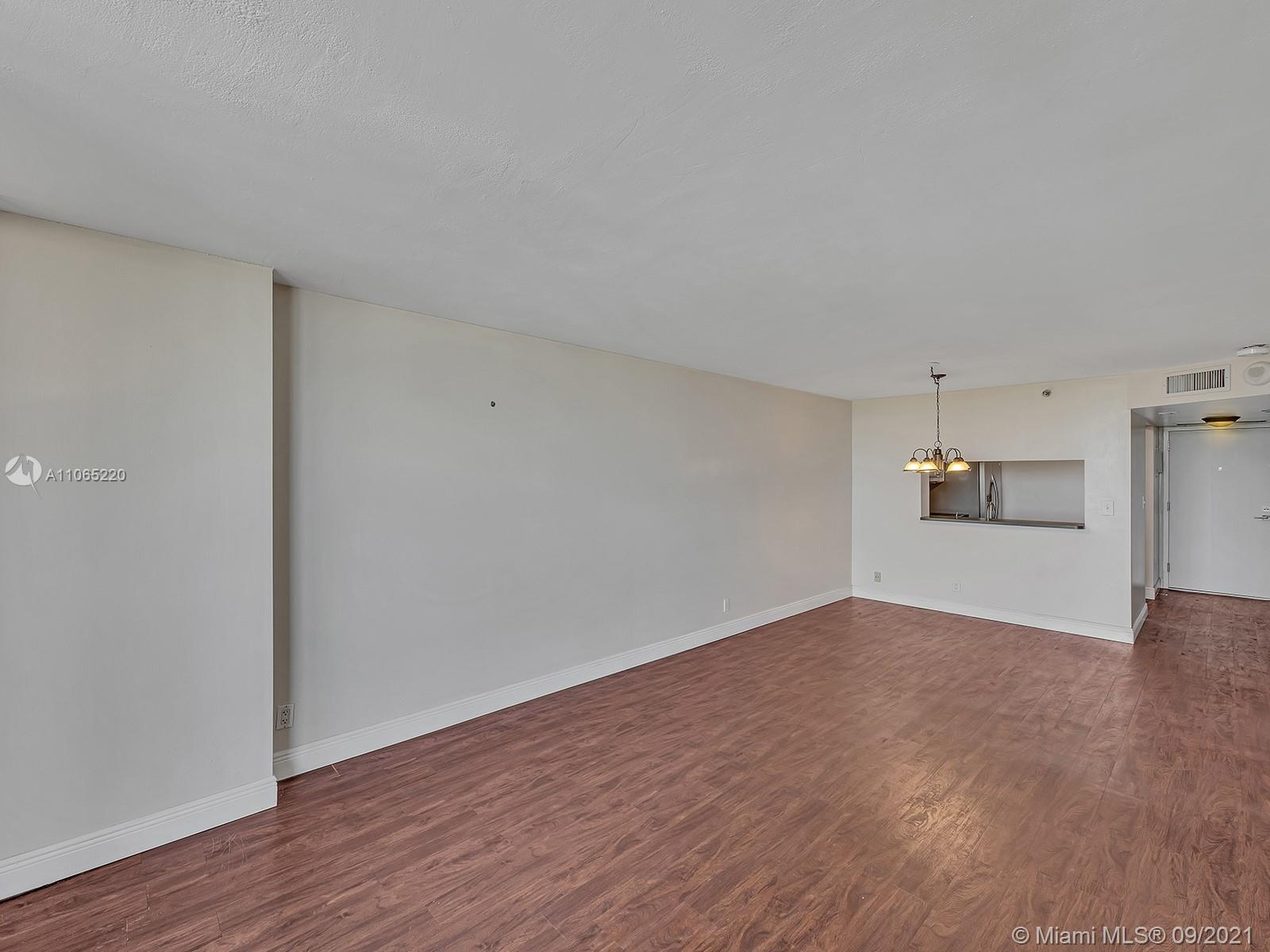 2555 Collins Ave #1604 photo040