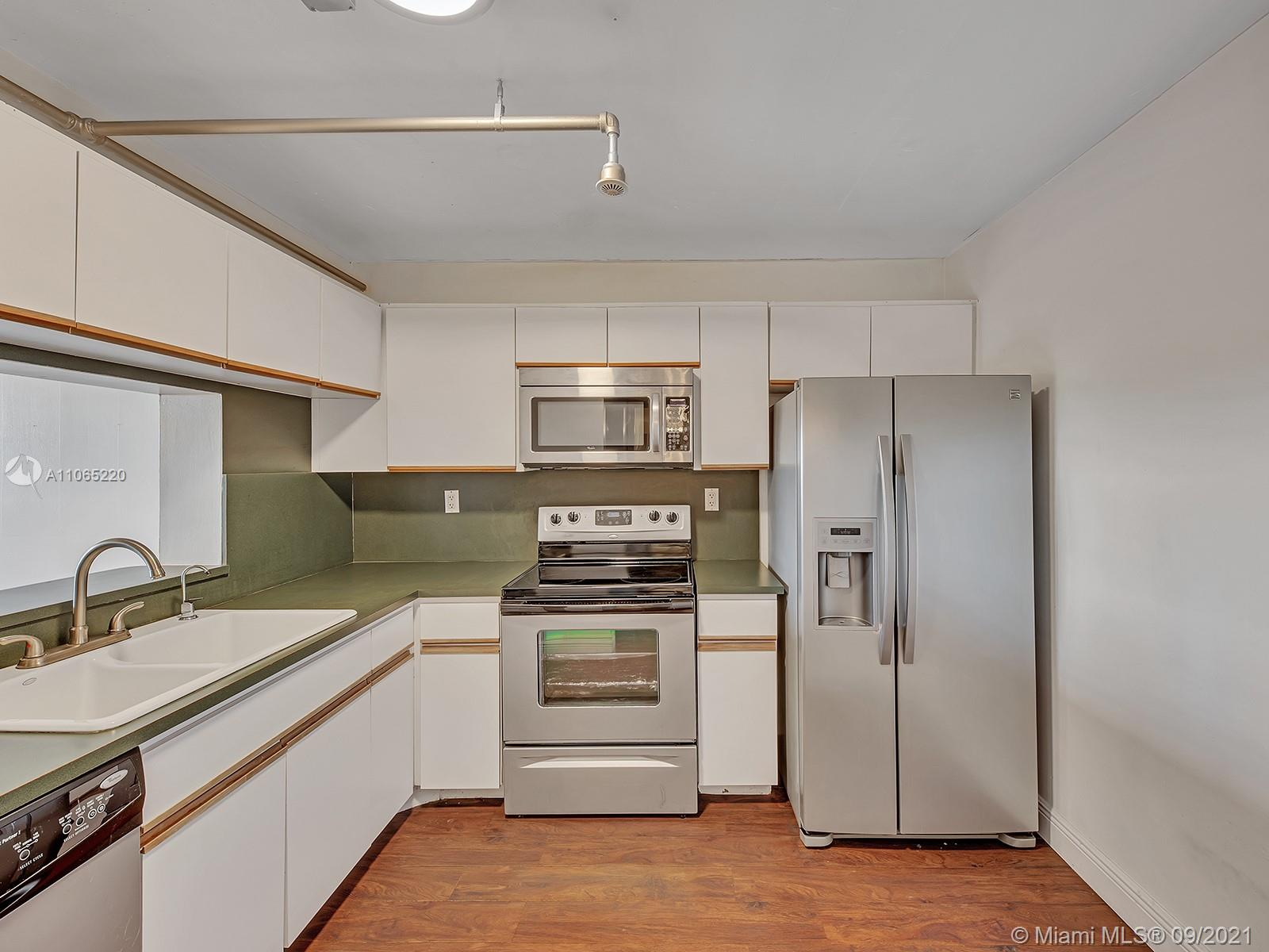 2555 Collins Ave #1604 photo08