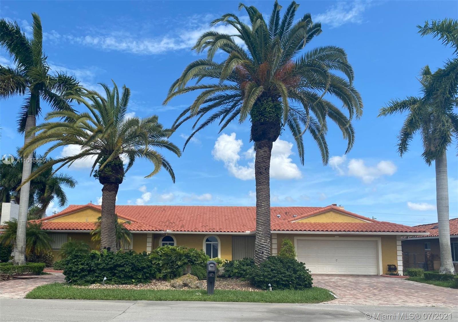 Country Club Of Miam - 19721 E Oakmont Dr, Hialeah, FL 33015